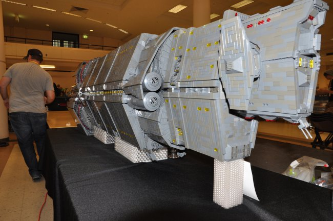 Космический корабль The Pillar of Autumn из Halo был воссоздан с помощью конструктора Lego