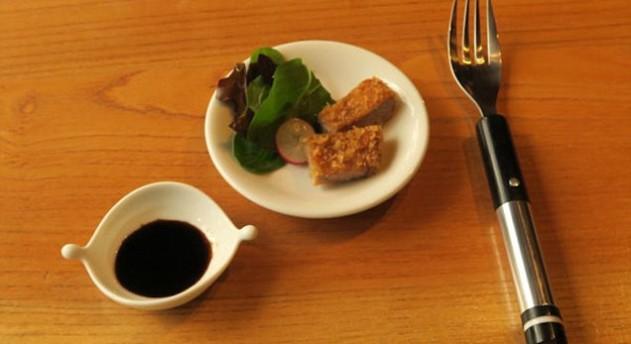 Японцы сделали вилку, которая может «солить» еду