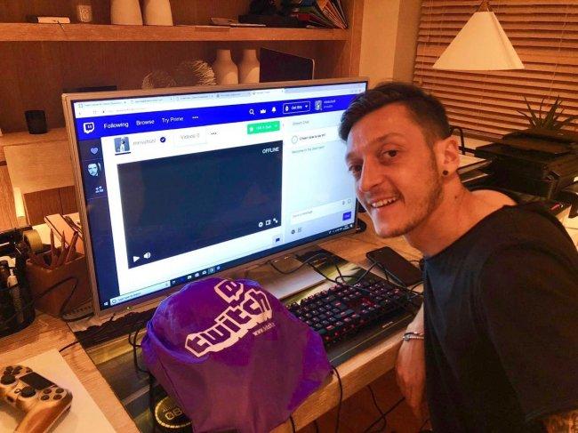 Месут Озил завел канал на Twitch
