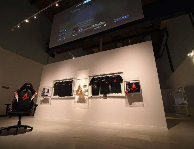 В датском музее появился стенд с атрибутикой и трофеем Astralis