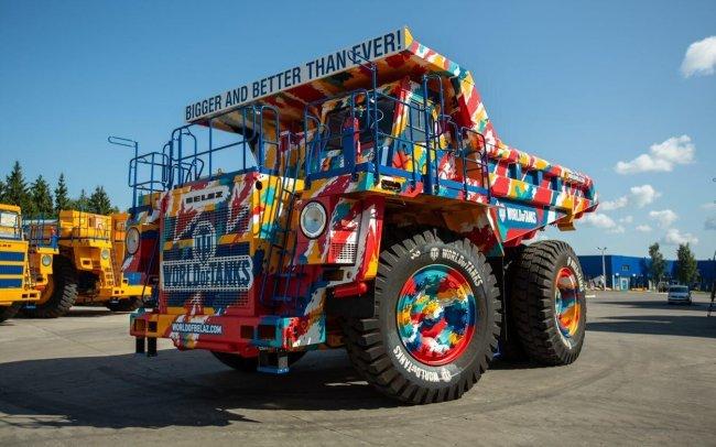 БелАЗ, оформленный в стиле World of Tanks, продают за 75 млн рублей - Игры